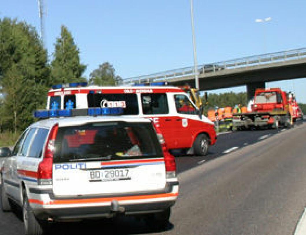 Nødetatene i trafikkulykke