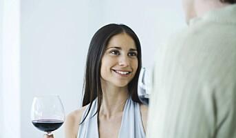 Kvinner sliter med drikkepress på jobb