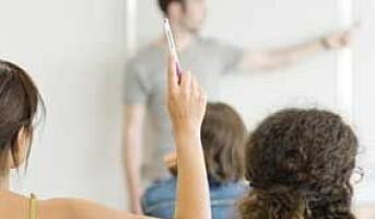 Høy belastning for lærere og helsearbeidere