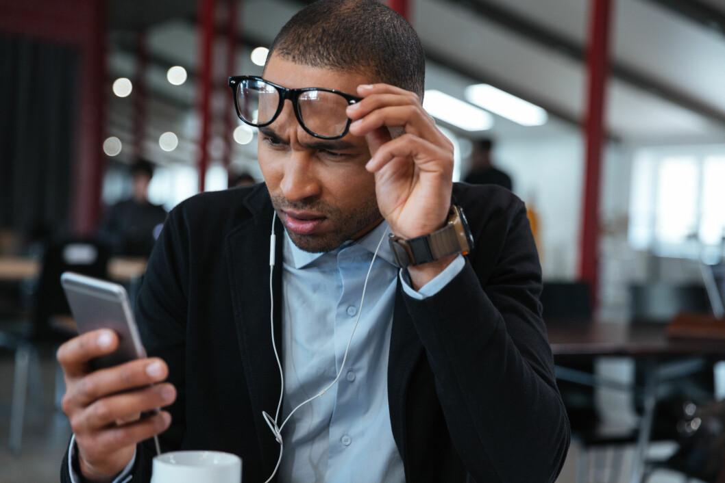 Databriller egner seg ikke for smarttelefon. (Illustrasjonsfoto: Colourbox.com)