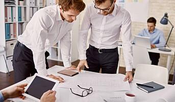 Sju tips for å sitte mindre på jobben