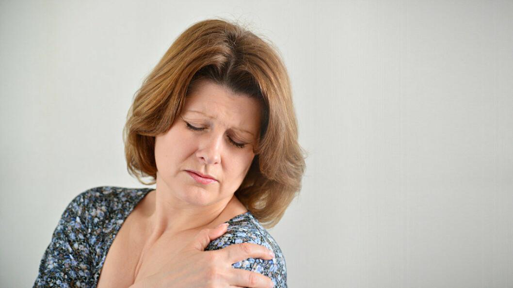 Opplevelsen av fysiske plager ser ut til å påvirkes aller mest av disse fem psykologiske faktorene: Følelsesmessig utmattelse, angst og depresjon, søvnproblemer, tretthet og hodepine. (Illustrasjonsfoto: Colourbox.com)