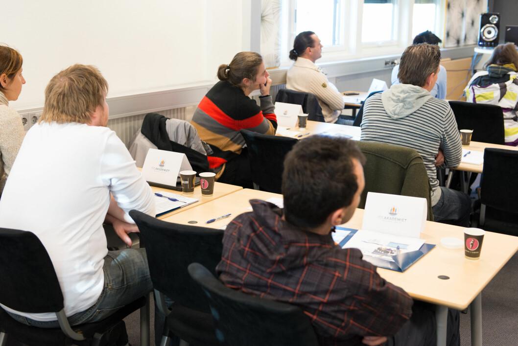 Flere bedrifter sender sine ansatte på norskkurs. (Foto: Olav Heggø/Fotovisjon)