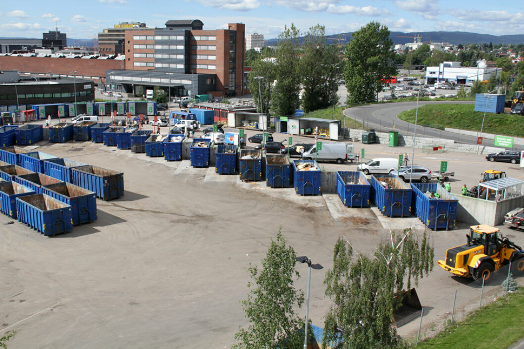 Bedrifter som håndterer avfall kan vente besøk av tilsynsetatene i april. Bildet er fra gjenvinningsstasjonen på Haraldrud i Oslo. (Foto: Jan Tveita)