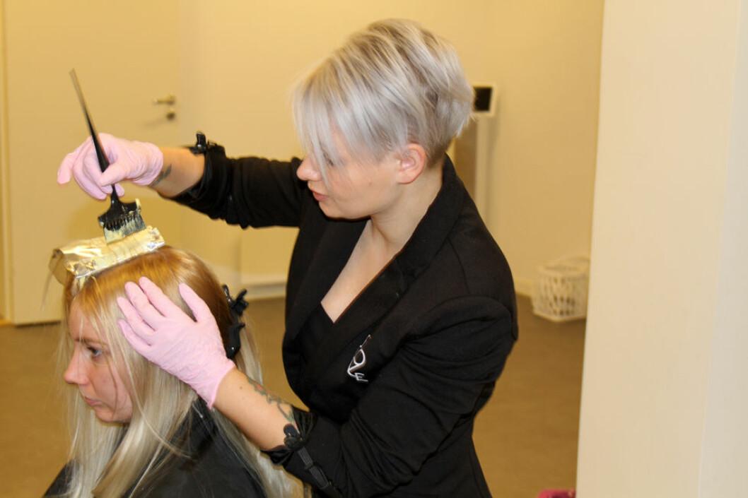 Unge kvinner i frisørfaget er en av de mest risikoutsatte yrkesgruppene for eksem. (Foto: Jan Tveita)