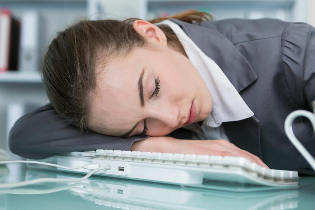 Ta en liten høneblund. Det øker produktiviteten. (Illustrasjonsfoto: Colourbox.com)