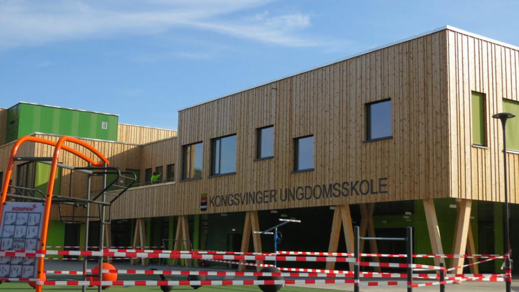 Mye massivtre er brukt som byggmateriale i nybygde Kongsvinger ungdomsskole. Massivtre skal gi godt inneklima. (Foto: Jan Tveita)