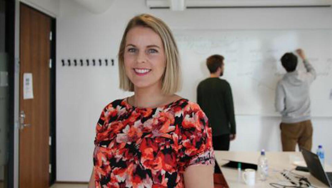 – Forskningen viser at stående møter varer kortere enn møter der man sitter, sier Viktoria Stray, som har forsket på møter. (Foto: Julie Kalveland/UiO).