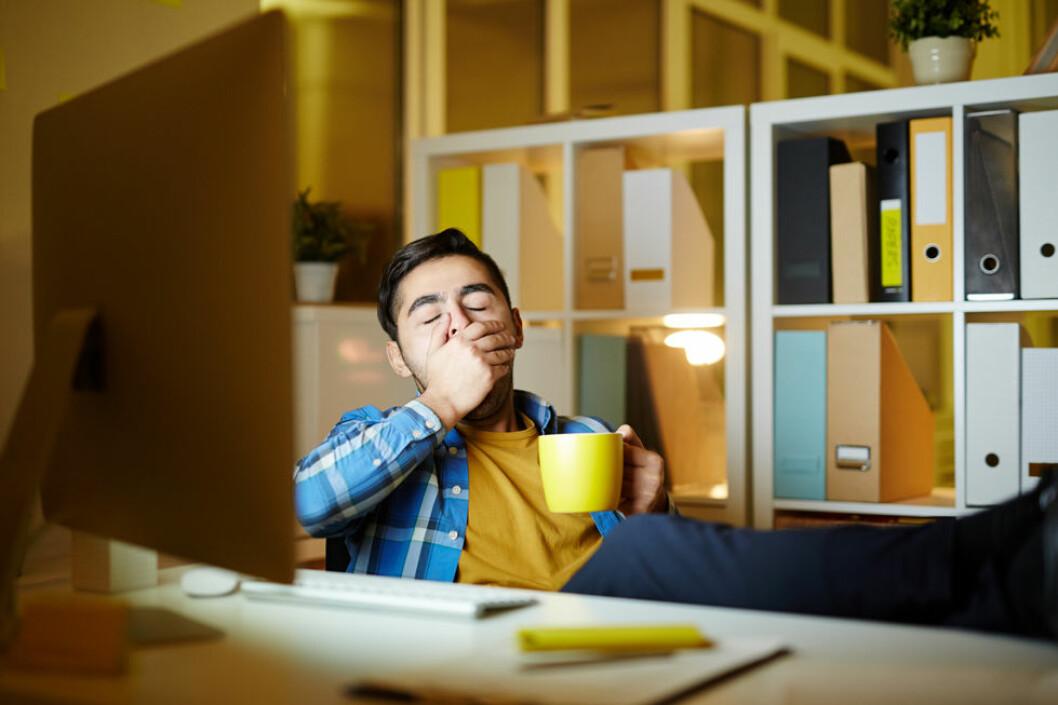 Hvis du arbeider innendørs hele vinteren og ikke får lys nok, er det større sannsynlighet for å få en vinterdepresjon. (Foto: Colourbox.com)