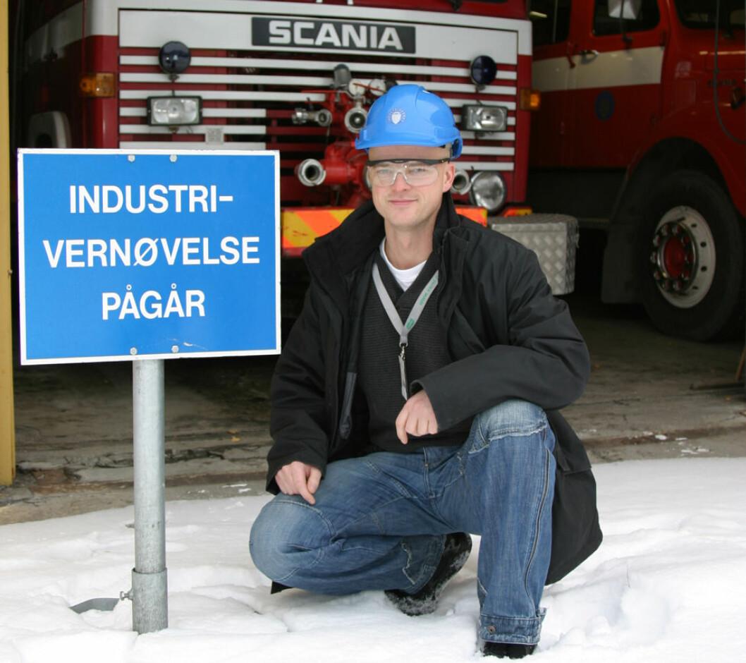 I 2004 var Jo Minken sikkerhets- og beredskapsleder for industrivernet ved Dynea i Lillestrøm. I dag er han HMS- og kvalitetsleder i samme bedrift. (Foto: Jan Tveita)