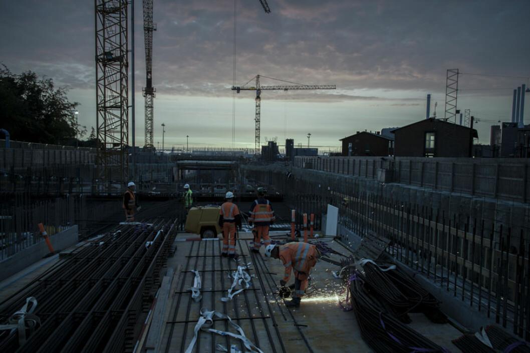 Dårlig belysning på byggeplassen øker risikoen for ulykker. Du risikerer også å få Arbeidstilsynet på besøk. (Foto: Claus Kunckel)