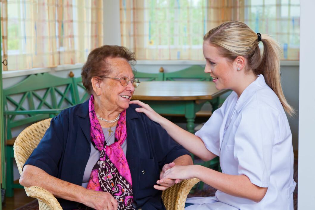 Bladet Sykepleien har bedt sykepleiere om å beskrive sin arbeidshverdag. Mange ansatte mener de bruker altfor lite tid på pleie. FOTO: Colourbox