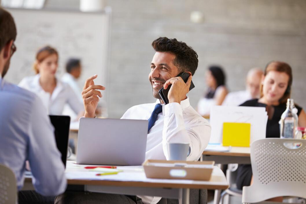 Høylytt telefonprat forstyrrer mest på kontoret. (Illustrasjonsfoto: Colourbox.com)