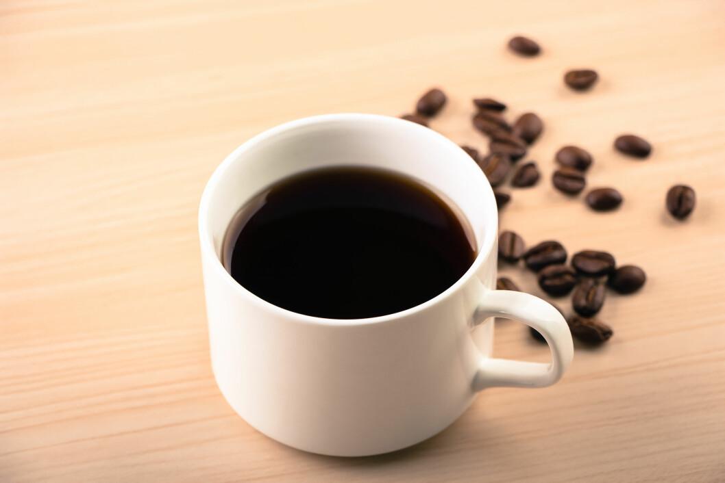 En ny britisk studie viser at det ikke er noen sammenheng mellom mange kopper kaffe hver dag og åreforkalkning. (Foto: Colourbox)