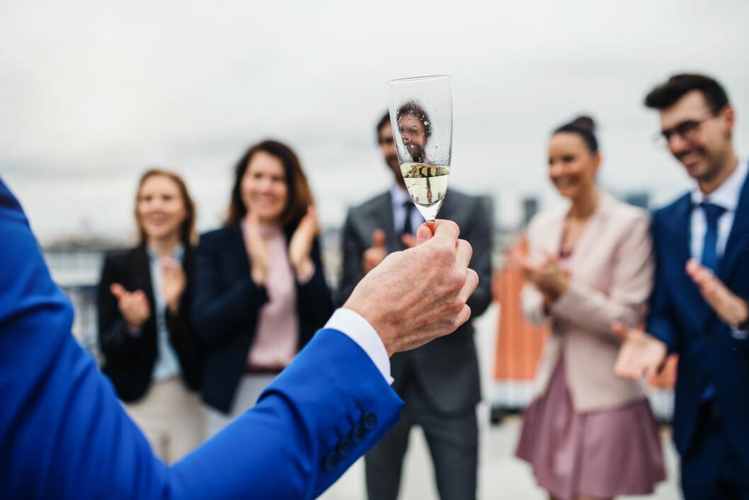 12 prosent av norske arbeidstakere deltar ikke på sosiale arrangement med jobben på grunn av for mye alkohol. (Illustrasjonsfoto: Colourbox.com)