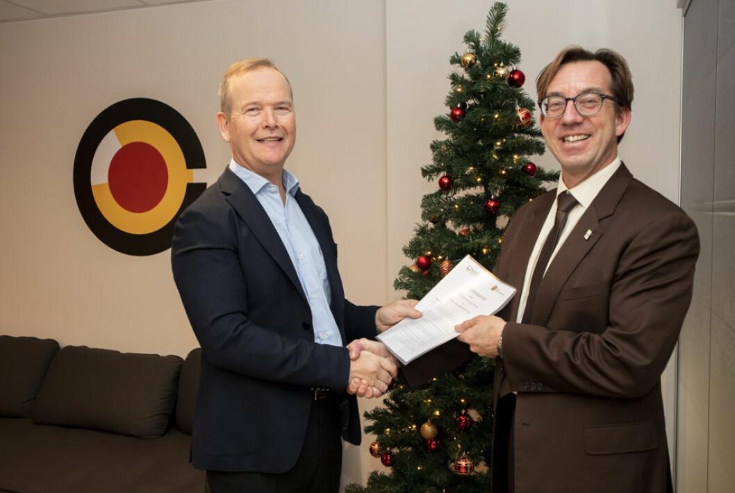 Rolf Søtorp i Norsk brannvernforening (t.v.) og Rune Aale-Hansen i Norsk Kommunalteknisk Forening (NKF)  skal samarbeide om brannforebygging.
