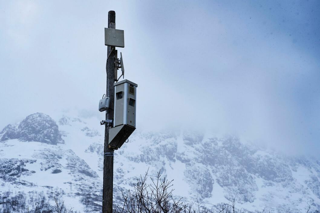 En værkamerastasjon er en avansert fotoboks med to eller tre digitale speilreflekskameraer, i tillegg til flere andre måleinstrumenter. (Foto: Øivind Haug)