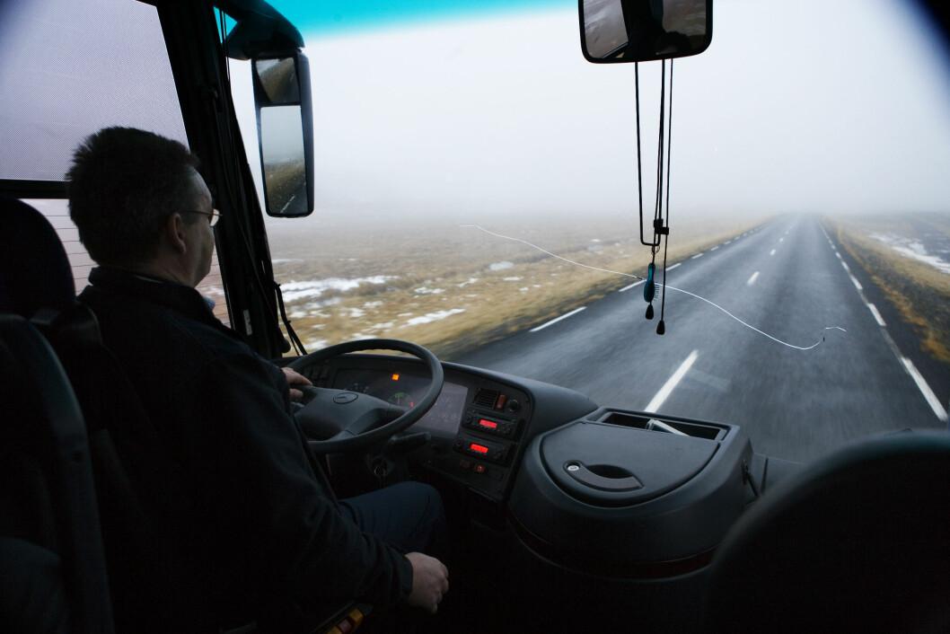 En fersk undersøkelse viser at over 40 prosent av bussjåførene opplever stress i sin arbeidshverdag. (Foto: Colourbox)