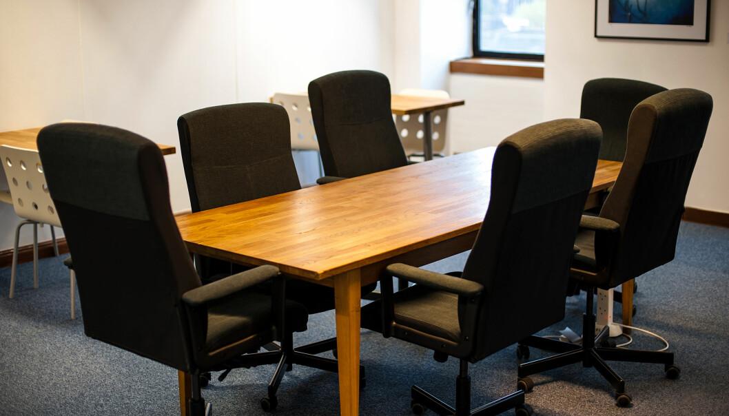 Myndighetene legger til rette for at flest mulig møterom kan være uten mennesker i dagene og ukene som kommer. Viktige avgjørelser kan foretas digitalt.