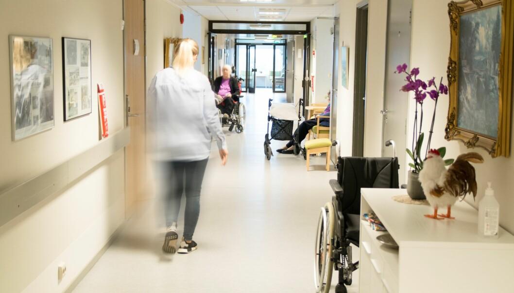 Generalsekretær Harald Olimb Norman i Pensjonistforbundet mener det må bli bygget sykehus og sykehjem uten lang korridorer i flere etasjer, og at det legges vekt på å hindre rask smittespredning.