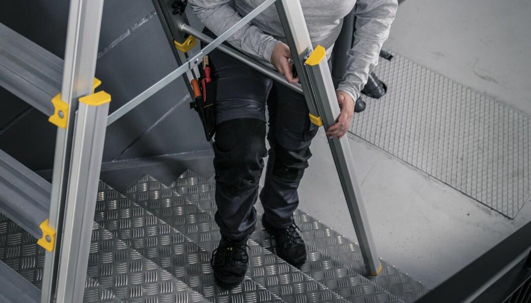 De teleskopiske benene har sklisikring for maksimal sikkerhet i alle posisjoner.