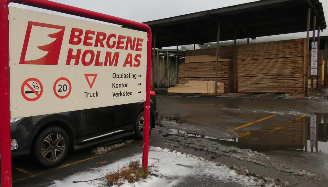 Bergene Holm AS i Brandval er siktet for brudd på arbeidsmiljøloven etter dødsulykke.