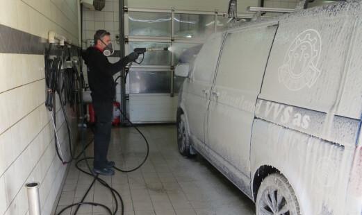 Ønsker å straffe ikke-godkjent bilvask
