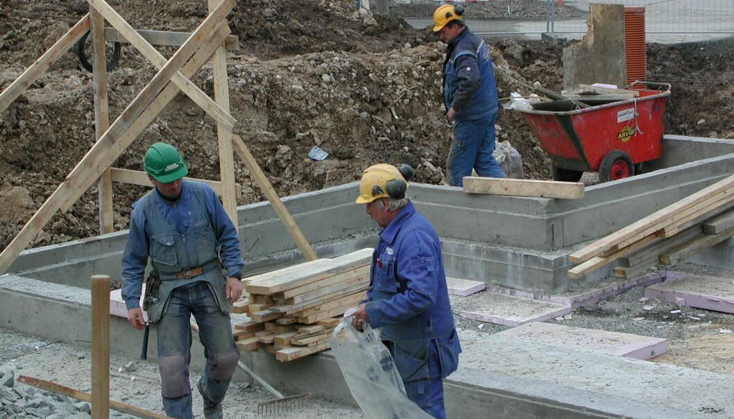 Bygningsarbeidere blir ofte utsatt for store fysiske belastninger, men all aktiviteten er også bra for helsa.